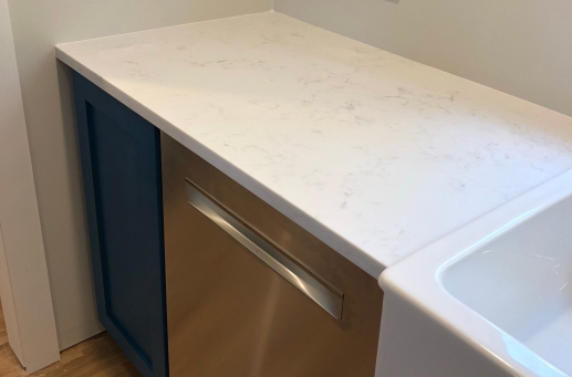 This corner of counter is a great example of the veining in the quartz